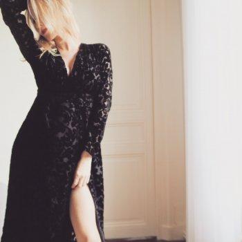 robe velvet, odette et lulu, créateurs, eshop, concept store, noire, opullence, robe, automne hiver2017-2018, fashion, perfect gift, velours, robe midi, épouse les formes, transparence