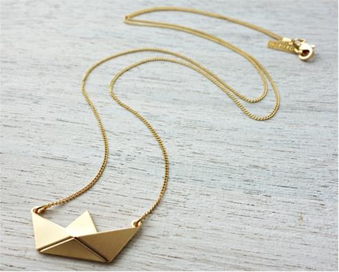 collier, sautoir, paper boat, plaque or, shlomit ofir, odette et lulu, createur, origami, bateau