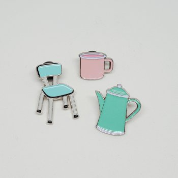 set de 3 pin's, vintage tea time, cuisine, old school, lolita picco, créateurs, eshop, concept store, chaise en formica bleue, théière, mug, pin's, cadeaux