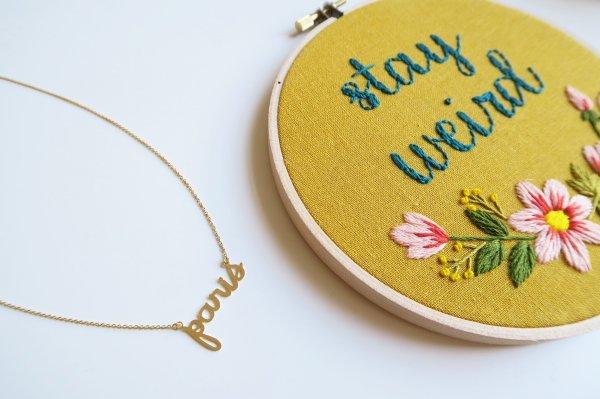 collier, paris, titlee, odette et lulu, créateurs, eshop, concept store, doré à l'or fin, collier avec écriture, paris mon amour