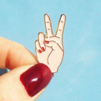 pin's, amour, burger, coucou suzette, écusson, badge, odette et lulu, peace, pin's main, concept store, créateurs, designer, heart hands, cheeseburger, gift idea, idée cadeau, petit prix, passion 90's