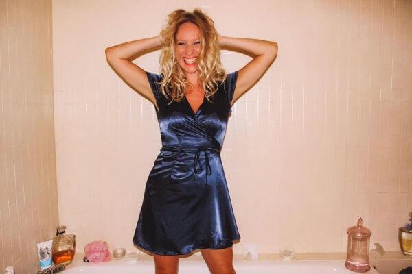 Odette et lulu, le grand bleu, collection été, robe, la parfaite robe d'été, Summer, été, satin, bleu nuit, robe du soir, Jacques, le grand bleu, Enzo, la parfaite robe