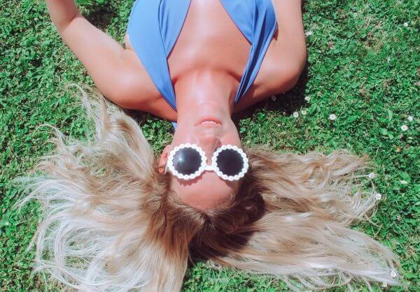 lunettes de soleil, sanglasses, fleurs, pâquerettes, Daisy, white, plastic, seventies, sixties sunglasses, Odette et lulu, concept store, createur, été, summer
