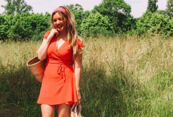 Odette et lulu, le grand bleu, collection été, robe, la parfaite robe d'été, Summer, été, satin, bleu nuit, robe du soir, Jacques, le grand bleu, Enzo, la parfaite robe, corail, bleu nuit, satin