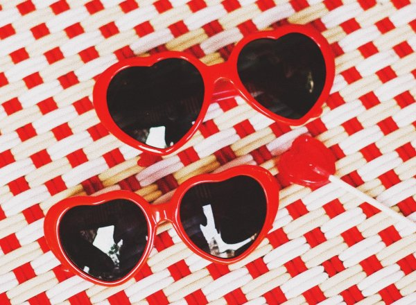 Odette et lulu, lunettes de soleil, coeur rouge, Lolita, créateurs, shop, concept store, fantaisie, maman enfant, read heart sunglasses