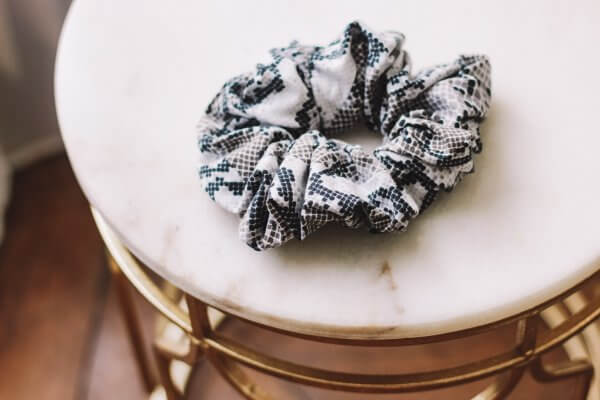 chouchou, automne, hiver, handmade, fait main, momzy, scrunchy, oversize, enfant, petite fille, maman, femme, duo, sequins, avec amour, paris, creation francaise, french design, les chouchous de momzy, odette et lulu, fall, winter